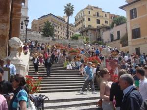"""Fix was los - Viele Besucher auf der """"Spanischen Treppe"""" in Rom FOTO: REIMANN"""